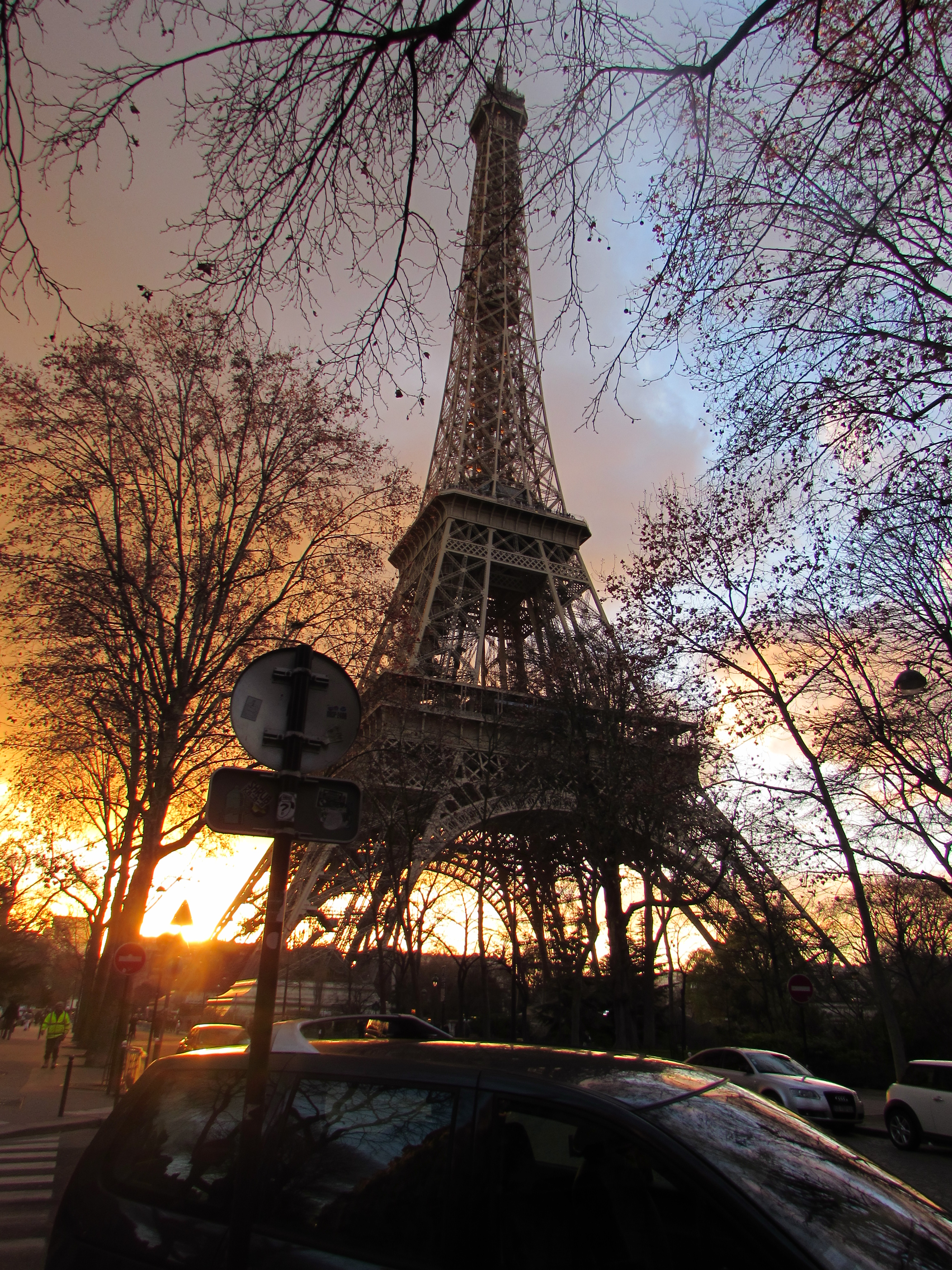 Living in Europe with anxiety, I travelled to Paris from Barcelona and saw the Eiffel tower.